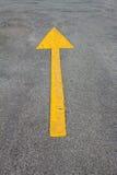 黄色标志前进 库存照片