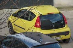 黄色标致汽车107汽车在莱比锡 免版税库存照片
