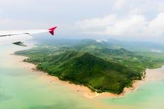 热带岸的鸟瞰图在飞机之下的 图库摄影