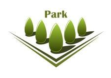 绿色树行在胡同的 免版税库存照片