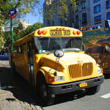 黄色校车在纽约 库存照片