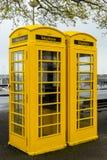 黄色根西岛电话箱子 图库摄影