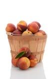 黄色桃子篮子  图库摄影