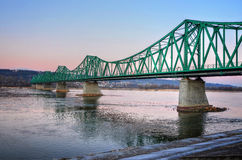 绿色桥梁在Wloclawek 免版税库存照片