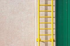 黄色梯子。 图库摄影