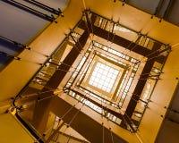 黄色楼梯 免版税库存图片