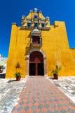 黄色殖民地教会在坎比其,墨西哥 库存图片