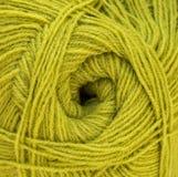 绿色毛纱球 羊毛螺纹 库存照片