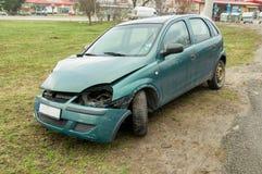 绿色汽车有一次事故 图库摄影