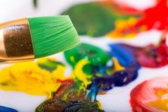 绿色油漆刷 免版税图库摄影