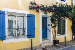 黄色法国房子 图库摄影