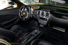 黄色法拉利F430蜘蛛内部 免版税库存照片