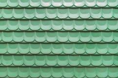 绿色波状钢板料背景 免版税库存照片