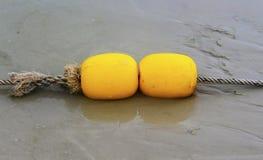 黄色浮体和沙子海滩 免版税库存图片