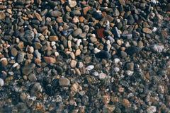 黑色海滨垫脚石 背景 库存图片