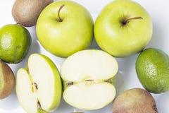 绿色混杂的果子 库存图片