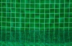 绿色游泳池的马赛克  免版税图库摄影