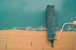 绿色漆滚筒 免版税图库摄影
