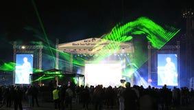 绿色激光夜音乐会阶段 免版税库存照片