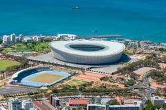 绿色点的开普敦体育场在开普敦,南非 库存照片