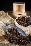 黑色烤咖啡豆 库存图片
