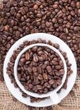 黑色烤咖啡豆 库存照片