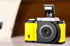 黄色照相机 免版税库存照片