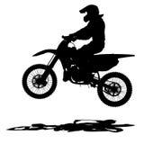 黑色现出轮廓在摩托车的摩托车越野赛车手 免版税库存照片