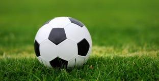 水色球取火镜足球 免版税库存图片
