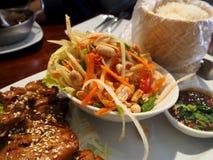 绿色番木瓜沙拉泰国烹调辣可口 库存图片