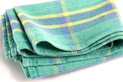 绿色白色方格的洗碗布,在白色backgro隔绝的刮水器 库存照片