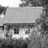 黑色白色 典型的房子在村庄Malancrav,特兰西瓦尼亚 免版税库存照片