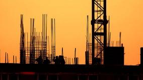 色的一部分的新建工程剪影和平衡天空 股票录像