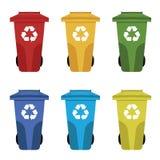 色的不同回收废物箱例证 与垃圾的废物箱 图库摄影