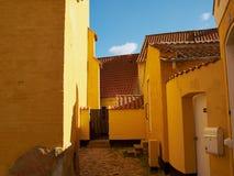 色的传统丹麦房子 免版税库存图片