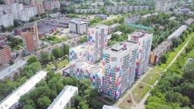 色的住宅复合体顶视图  夹子 不同的颜色美丽的时髦的房子在住宅的豪华的 免版税库存图片