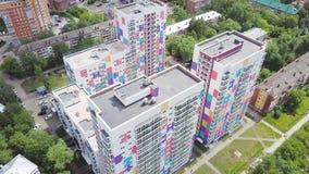 色的住宅复合体顶视图  夹子 不同的颜色美丽的时髦的房子在住宅的豪华的 免版税库存照片