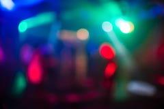 色的光被弄脏的抽象背景在夜总会的与bokeh聚焦和明亮的斑点 库存图片