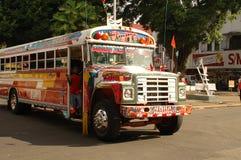 色的公共汽车孩子,冒号巴拿马 库存照片