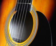 黄色的吉他黑暗和 免版税库存图片