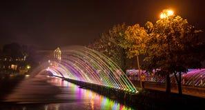 色的喷气机喷泉的美好的不可思议的抽象样式  免版税库存照片