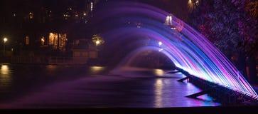 色的喷气机喷泉的美好的不可思议的抽象样式  库存照片