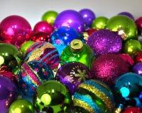 色的圣诞节中看不中用的物品 库存照片