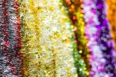 色的圣诞节闪亮金属片 免版税库存图片