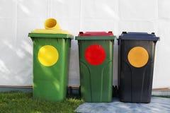 色的垃圾桶 免版税库存照片