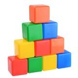 色的塑料求金字塔大厦的立方 图库摄影