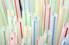 色的塑料秸杆 库存照片