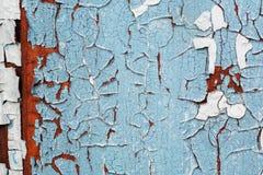 色的墙壁破裂的纹理没有重建的 有历史绘画的被放弃的房子 生锈的背景 免版税库存照片