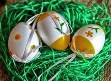 色的复活节彩蛋结构树 免版税库存图片