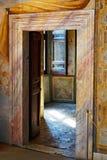 色的大理石门框,别墅d Este,意大利 免版税库存照片